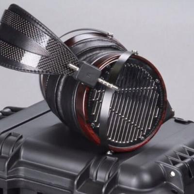 Le casque Audeze LCD-4 avec technologie magnétostatique exclusive, diaphragme Uniforce™et doubles aimants exclusifs Fluxor™.